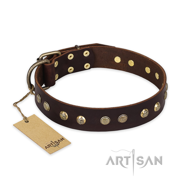 Stylish design full grain natural leather dog collar with rust resistant traditional buckle